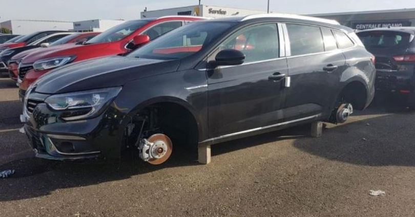 Renault left without rims