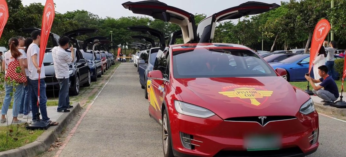 Tesla Model X Falcon Wing doors dance in Taiwan