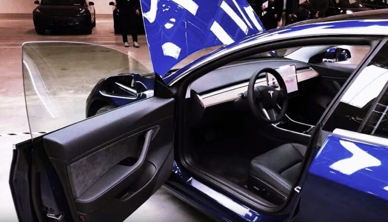 Watch Tesla Made-in-China Model 3 more details