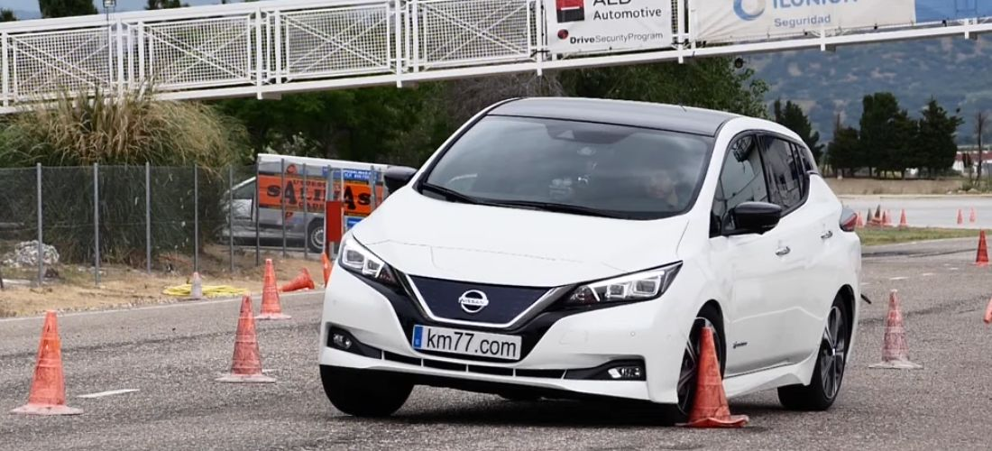 Watch Nissan Leaf 40 kWh on moose test