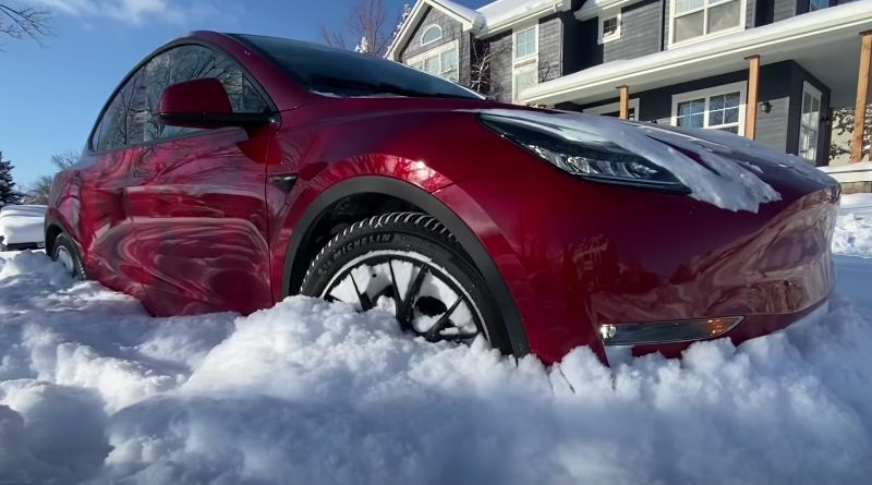 Tesla Model Y : How much Snow needs to stop it ?