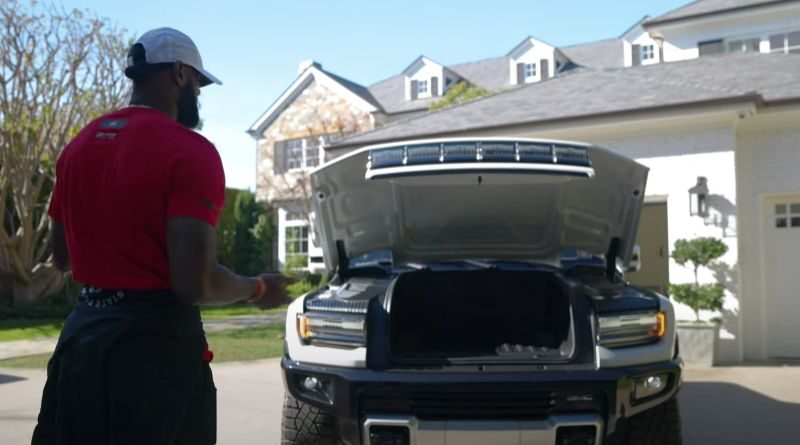 NBA superstar tries out new all-electric Hummer