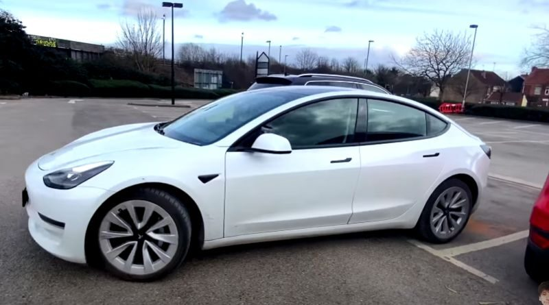 tesla-autopark-is-still-useless-with-the-latest-updates