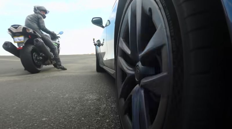 tesla-model-s-plaid-against-fastest-motorcycles-all-time